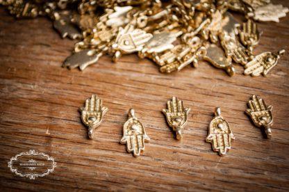 Hamsa Hand der Fatima. Messinganhänger. Brasscharms. Knüpfmaterial. Makrameematerial.